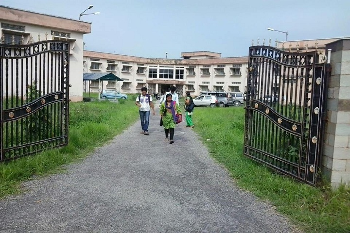 https://cache.careers360.mobi/media/colleges/social-media/media-gallery/1542/2019/7/8/Entrance view of Cooch Behar Panchanan Barma University Cooch Behar_Campus-View.jpg