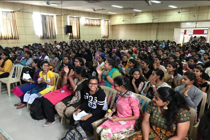 https://cache.careers360.mobi/media/colleges/social-media/media-gallery/1551/2018/12/10/Seminar Hall View of Baldwin Womens Methodist College Bangalore_Auditorium.png