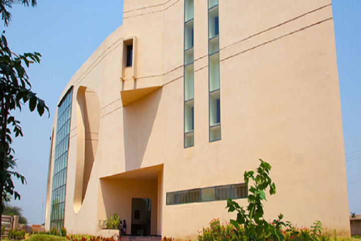 https://cache.careers360.mobi/media/colleges/social-media/media-gallery/1558/2019/6/6/Campus View Of Lal Bahadur Shastri Institute of Technology and Management Indore_Campus-View.PNG