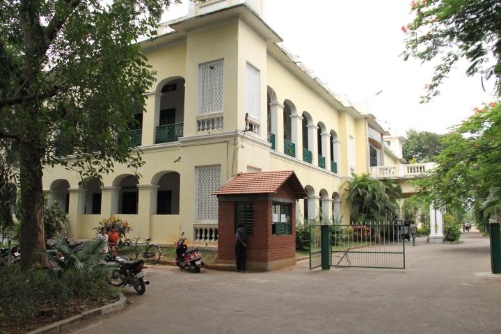 https://cache.careers360.mobi/media/colleges/social-media/media-gallery/15672/2016/11/19/St-Philomenas-College-Mysore3.jpg