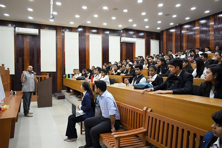 https://cache.careers360.mobi/media/colleges/social-media/media-gallery/15747/2018/12/11/Moot court of Unitedworld School of Law Gandhinagar_Moot-court.jpg