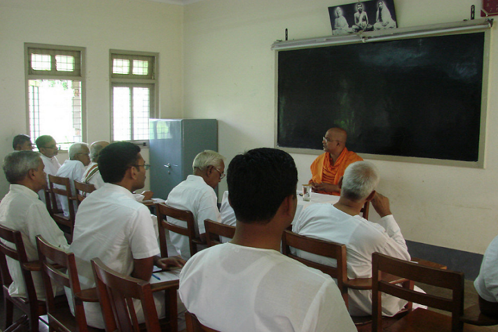 https://cache.careers360.mobi/media/colleges/social-media/media-gallery/15756/2019/2/20/Classroom of Ramakrishna Institute of Moral and Spiritual Education Mysore_Classroom.png