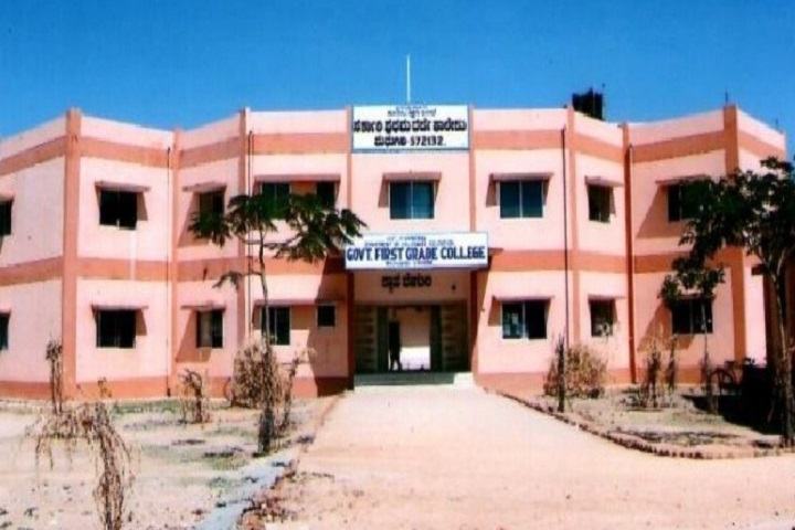 https://cache.careers360.mobi/media/colleges/social-media/media-gallery/15763/2021/3/3/Campus View of Government First Grade College Madhugiri_Campus-View.jpg