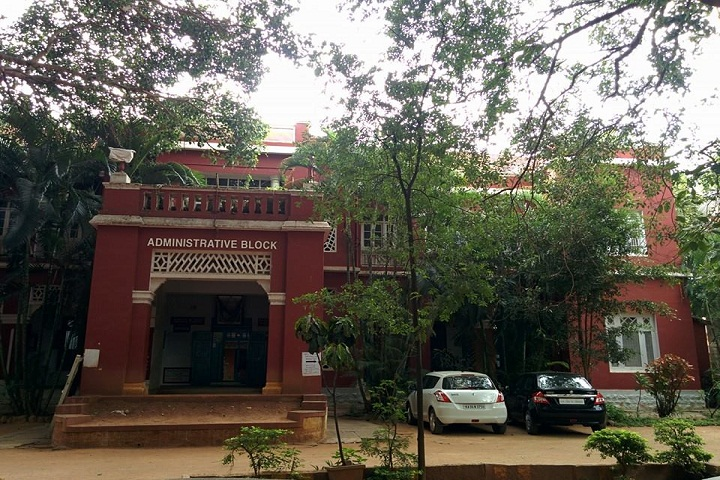 https://cache.careers360.mobi/media/colleges/social-media/media-gallery/15768/2018/12/14/Campus View of Sree Siddaganga College of Arts Science and Commerce Tumkur_Campus-View.jpg