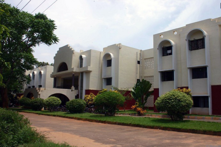 https://cache.careers360.mobi/media/colleges/social-media/media-gallery/15770/2018/12/15/College Adminitrative Building View of Sri Siddartha Centre For Media Studies Tumkur_Campus-View.jpg