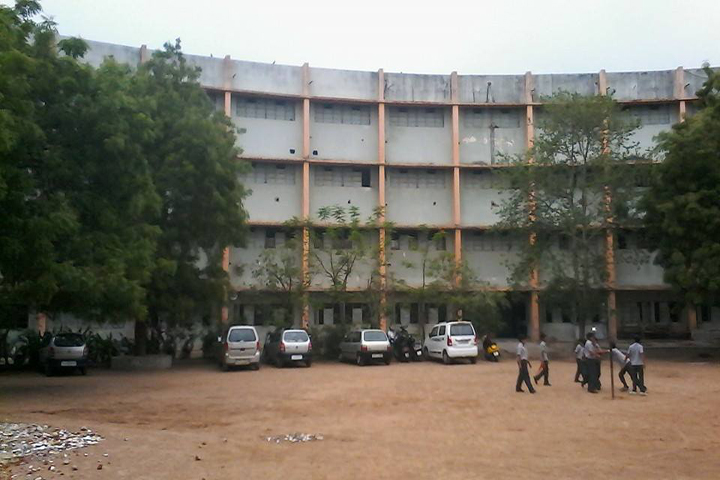 https://cache.careers360.mobi/media/colleges/social-media/media-gallery/15825/2018/11/5/Campus Viw of Aroma College of Commerce Ahmedabad_Campus-View.jpg