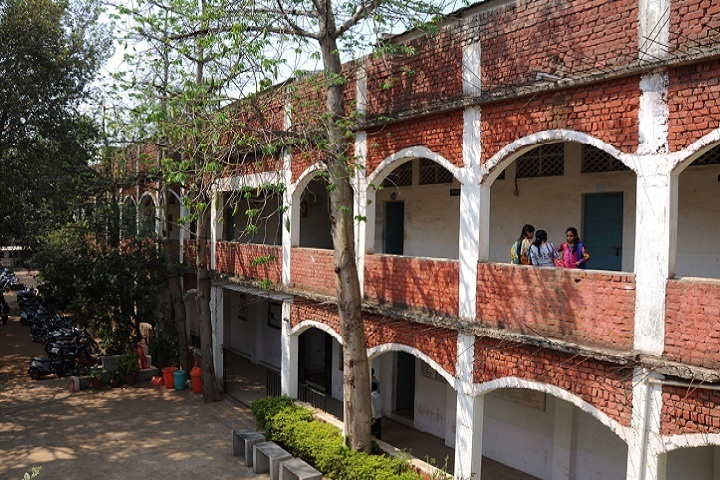 https://cache.careers360.mobi/media/colleges/social-media/media-gallery/15827/2020/1/23/Campus View of Dnyandeep Shikshan Prasarak Mandal Arts Commerce and Science College Chandrapur_Campus-View.jpg