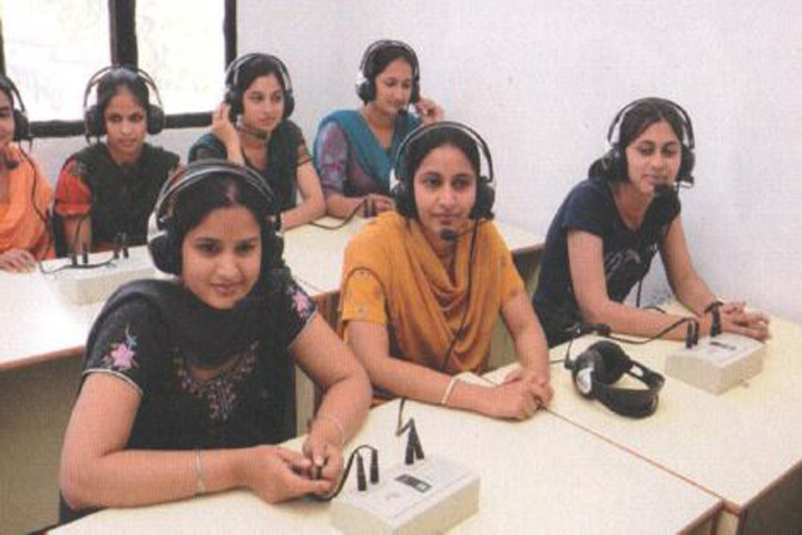 https://cache.careers360.mobi/media/colleges/social-media/media-gallery/15844/2019/4/18/Language Laboratory of Colonel Degree College for Women Sangrur_Laboratory.JPG