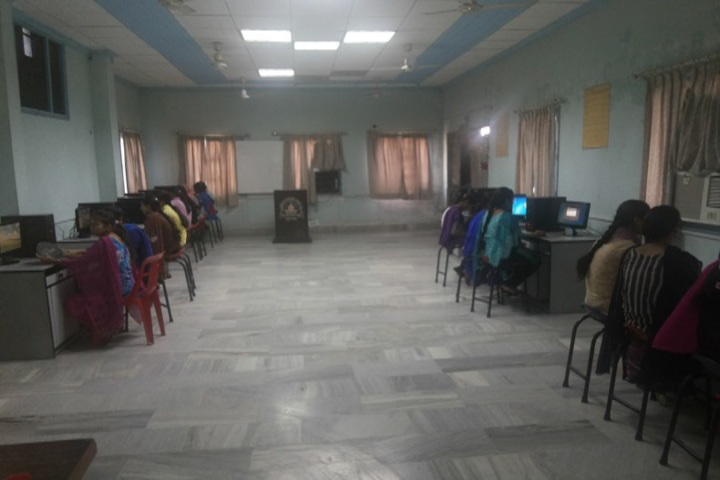https://cache.careers360.mobi/media/colleges/social-media/media-gallery/15876/2019/1/16/IT Lab of Mata Ganga Girls College Tarn Taran_IT-Lab.jpg