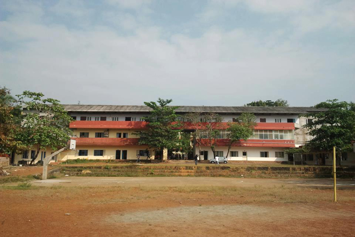 https://cache.careers360.mobi/media/colleges/social-media/media-gallery/15894/2018/12/17/Campus view of MES College of Arts and Science Chathamangalam_Campus-View.jpg