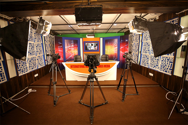 https://cache.careers360.mobi/media/colleges/social-media/media-gallery/1594/2018/12/15/Television Studio of International Institute of Mass Media New Delhi_Others.jpg