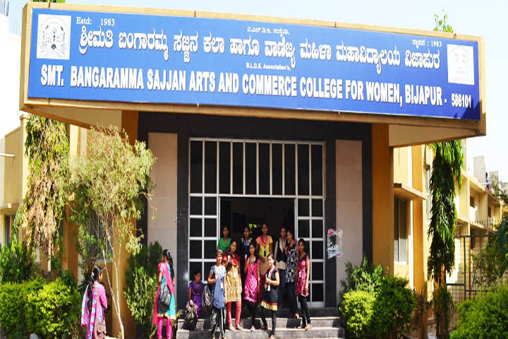 https://cache.careers360.mobi/media/colleges/social-media/media-gallery/15946/2018/10/30/Campus View of BLDEAS Smt Bangaramma Sajjan Arts and Commerce College for Women Vijayapur_Campus-View.jpg
