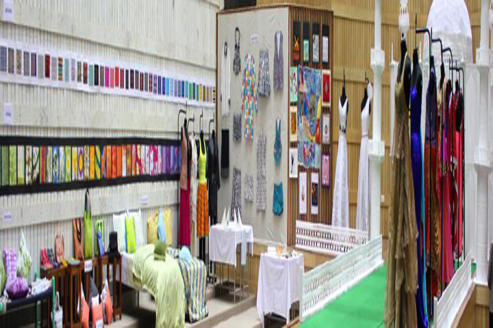 https://cache.careers360.mobi/media/colleges/social-media/media-gallery/1601/2020/10/21/Fashion accessories room of State University of Performing and Visual Arts Rohtak_Others.jpg