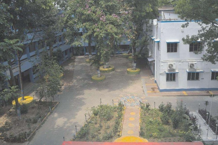 https://cache.careers360.mobi/media/colleges/social-media/media-gallery/16179/2021/2/1/Campus View of Vijaygarh Jyotish Ray College Kolkata_Campus-View.jpg