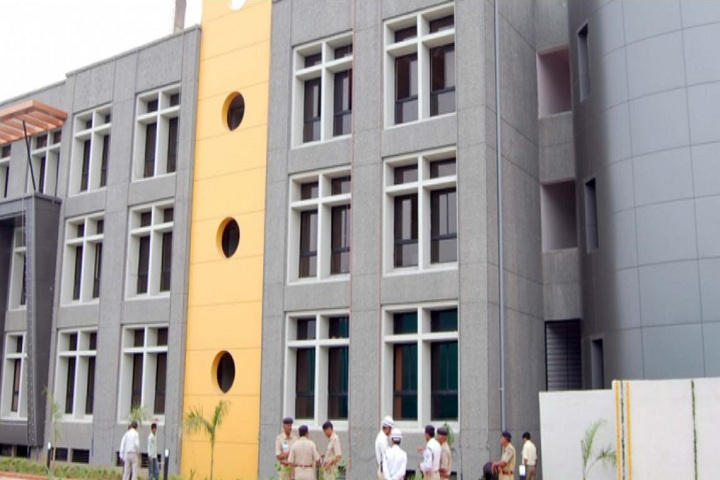 https://cache.careers360.mobi/media/colleges/social-media/media-gallery/16226/2021/2/1/Campus View of Government Arts College Ahmedabad_Campus-View.jpg