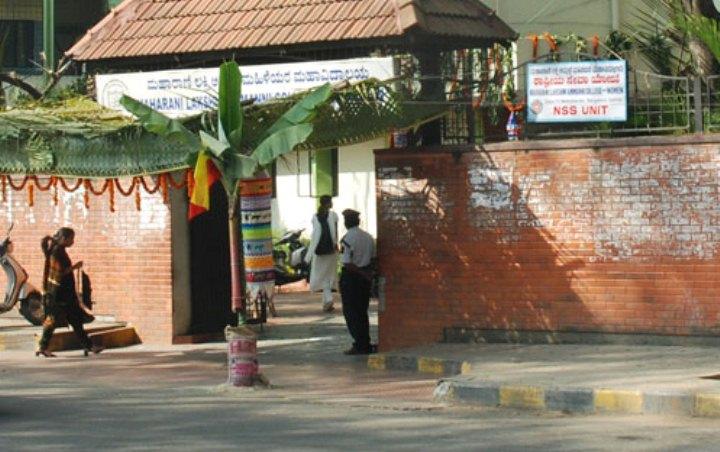 https://cache.careers360.mobi/media/colleges/social-media/media-gallery/16349/2017/2/3/Maharani-Lakshmi-Ammanni-College-for-Women-Bangalore01.jpg