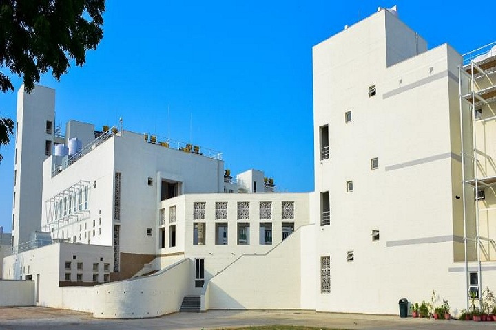 https://cache.careers360.mobi/media/colleges/social-media/media-gallery/1646/2019/7/8/Campus view of Indian Institute of Public Health Gandhinagar_Campus-view.jpg