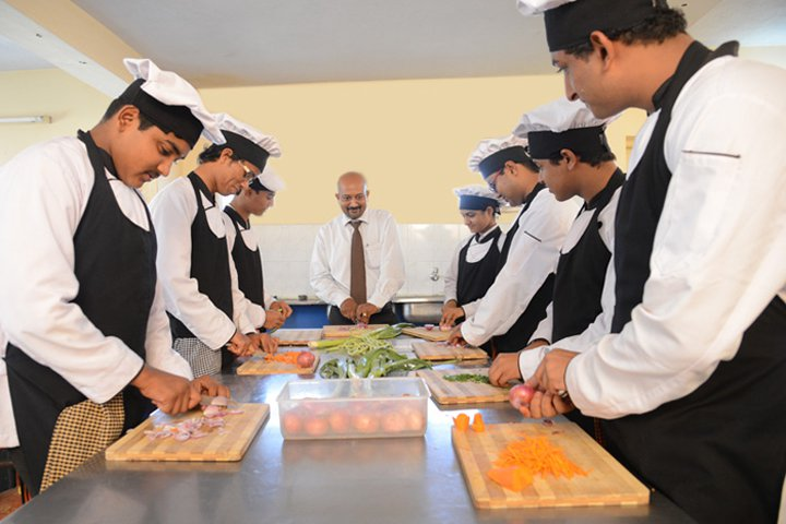 https://cache.careers360.mobi/media/colleges/social-media/media-gallery/16462/2018/12/11/Vegetable Cutting Section of Shree Devi College of Hotel Management Mangalore_Labratory.jpg