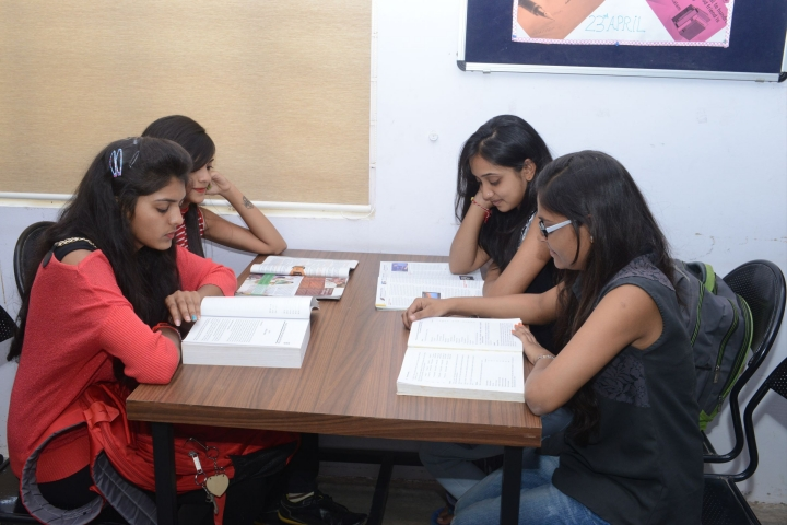 https://cache.careers360.mobi/media/colleges/social-media/media-gallery/16468/2021/3/2/Reading Room of Harivandana College Rajkot_Others.jpg