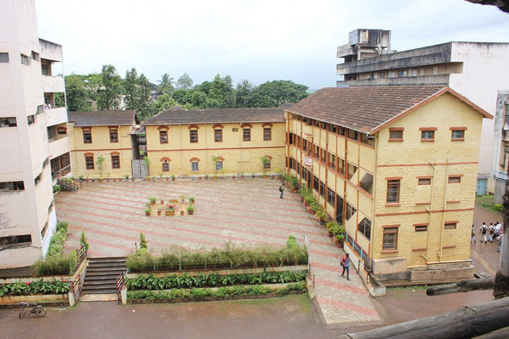 https://cache.careers360.mobi/media/colleges/social-media/media-gallery/16521/2018/12/11/CampusView of Shri Shahaji Chhatrapati Mahavidyalaya Kolhapur_Campus-View.jpg
