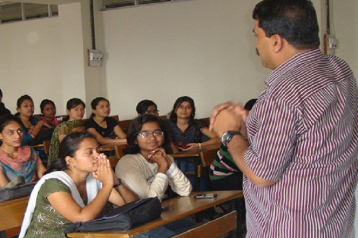 https://cache.careers360.mobi/media/colleges/social-media/media-gallery/16546/2018/12/12/Classroom of Sinhgad College of Arts and Commerce Pune_Classroom.jpg