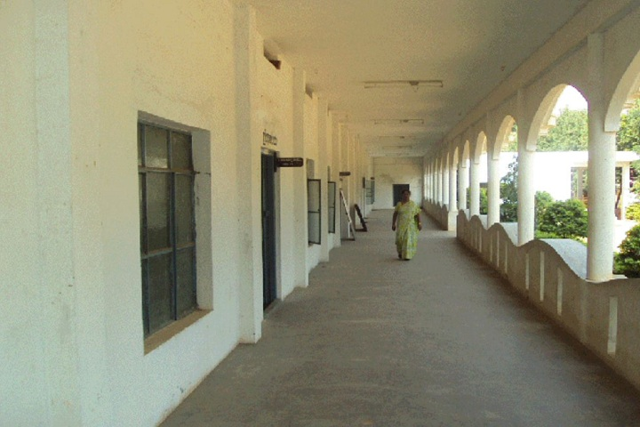https://cache.careers360.mobi/media/colleges/social-media/media-gallery/16549/2018/12/24/Inside View of SJMV BAJSS Arts and Commerce College for Women Ranebennur_Campus-View.JPG