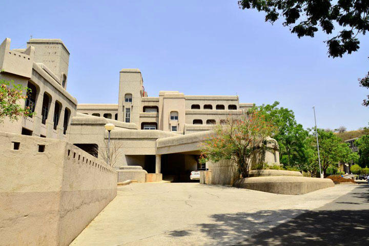 https://cache.careers360.mobi/media/colleges/social-media/media-gallery/16643/2018/11/2/Campus view of National Centre For Cell Science Pune_Campus-View.jpg