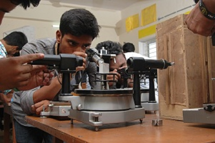 https://cache.careers360.mobi/media/colleges/social-media/media-gallery/16697/2018/12/19/Physics Laboratory of Vivekananda Degree College Hyderabad_Laboratory.JPG