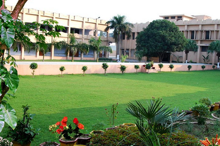 https://cache.careers360.mobi/media/colleges/social-media/media-gallery/16717/2018/10/8/Campus View of Swami Premanand Mahavidyalaya Hoshiarpur_Campus-View.png