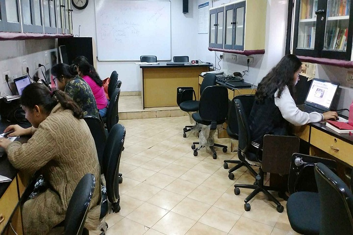 https://cache.careers360.mobi/media/colleges/social-media/media-gallery/1676/2018/12/17/IT Lab of The Statesman Print Journalism School Kolkata_IT-Lab.jpg