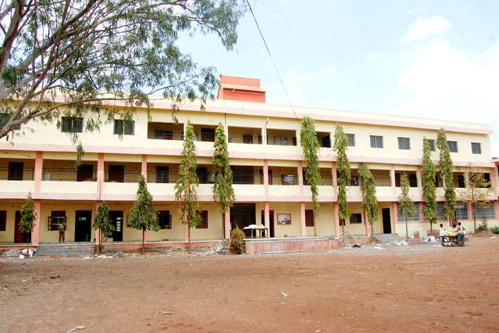 https://cache.careers360.mobi/media/colleges/social-media/media-gallery/16825/2018/11/30/College Adminitrative Building View of Ramkrishna Paramhansa Mahavidyalaya Osmanabad_Campus View.JPG