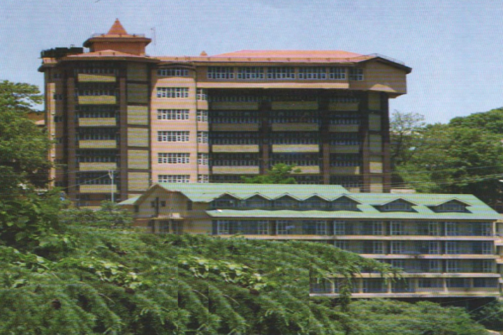 https://cache.careers360.mobi/media/colleges/social-media/media-gallery/16943/2019/5/7/Campus View of Rajkiya Kanya Maha Vidyalaya Shimla_Campus-View.png