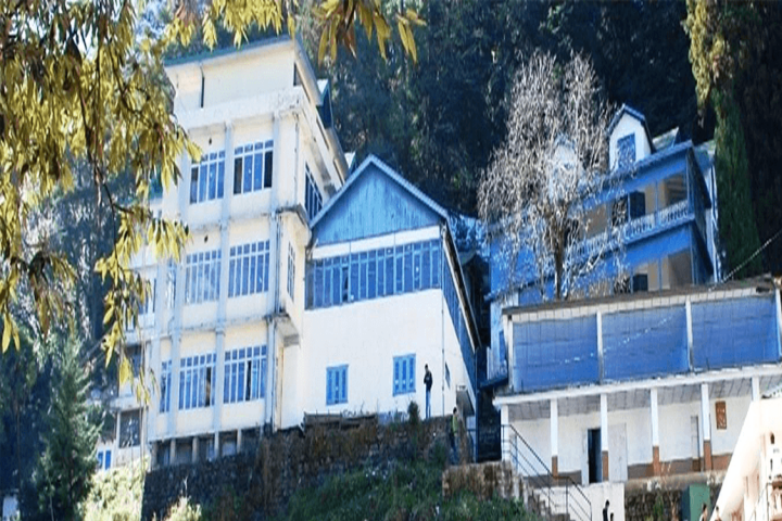 https://cache.careers360.mobi/media/colleges/social-media/media-gallery/16944/2019/2/20/Campus View of Rajiv Gandhi Government College Shimla_Campus-View.png