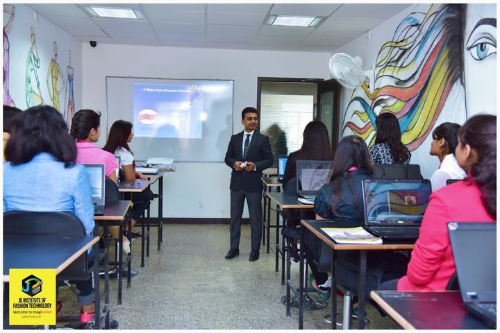 https://cache.careers360.mobi/media/colleges/social-media/media-gallery/1704/2019/1/3/Classroom of JD Institute-of Fashion Technology Cochin_Classroom.jpg