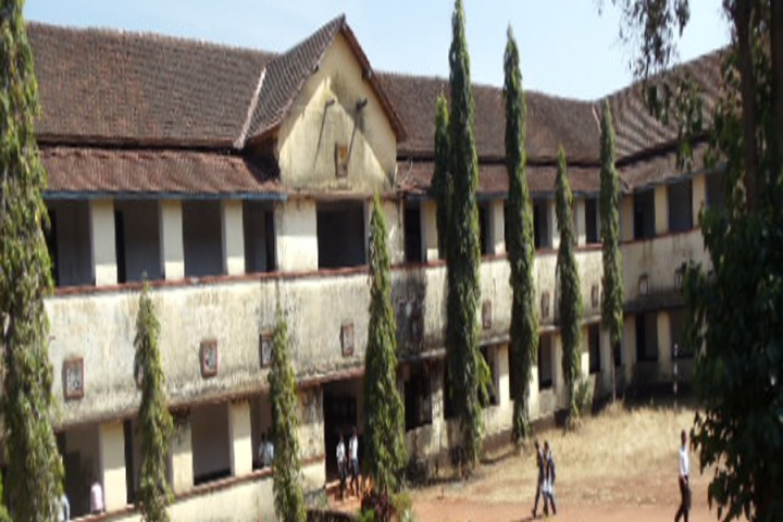 https://cache.careers360.mobi/media/colleges/social-media/media-gallery/17128/2020/2/25/Campus View of Dr AV Baliga College of Arts and Science Kumta_Campus-View.jpg