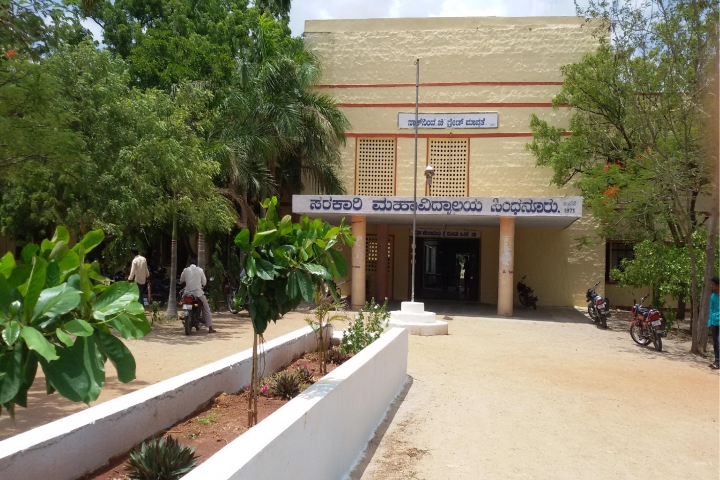 https://cache.careers360.mobi/media/colleges/social-media/media-gallery/17134/2019/1/1/College View of Government Degree College Sindhanur_Campus-View.jpg