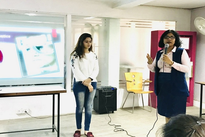https://cache.careers360.mobi/media/colleges/social-media/media-gallery/1715/2018/12/28/Seminar session of JD Institute of Fashion Technology Kanpur_Others.jpg