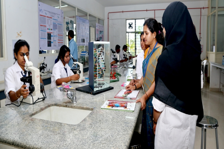https://cache.careers360.mobi/media/colleges/social-media/media-gallery/17150/2016/11/24/REVA-Institute-of-Science-and-Management-Bangalore9.jpg