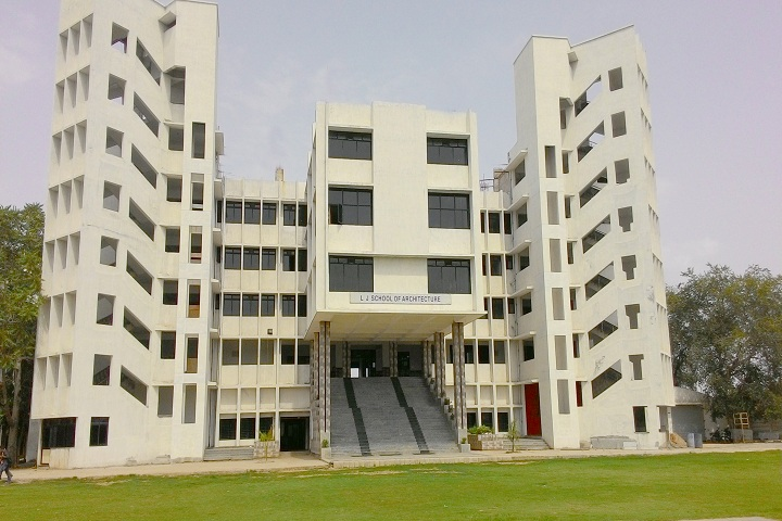 https://cache.careers360.mobi/media/colleges/social-media/media-gallery/17161/2018/12/26/Campus View of LJ School of Architecture Ahmedabad_Campus-View.jpg