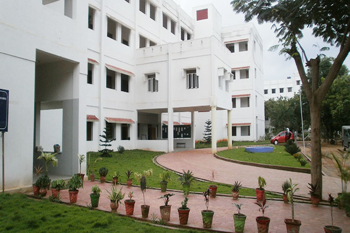 https://cache.careers360.mobi/media/colleges/social-media/media-gallery/17181/2018/12/13/Campus View of KSG College of Arts and Science Coimbatore_Campus-View.jpg