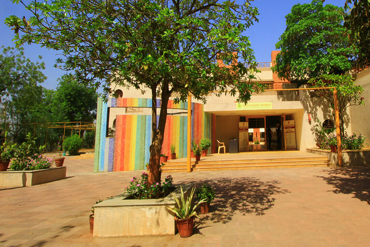https://cache.careers360.mobi/media/colleges/social-media/media-gallery/1727/2019/7/8/Campus View of Calorx Teachers University Ahmedabad_Campus-View.jpg