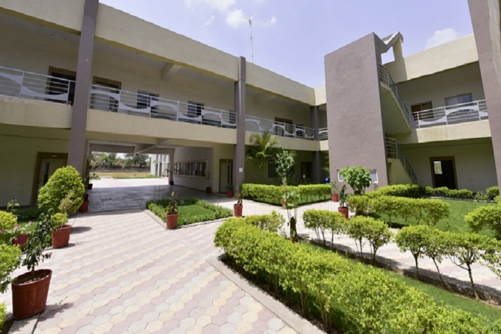 https://cache.careers360.mobi/media/colleges/social-media/media-gallery/17372/2018/12/29/Campus View of Indrashil Institute of Science and Technology Rajpur_Campus-View.JPG