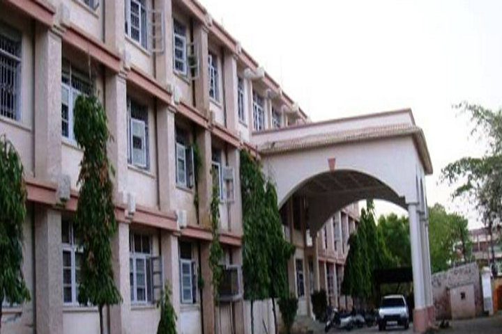 https://cache.careers360.mobi/media/colleges/social-media/media-gallery/17441/2019/1/21/Campus View of Sri Guru Tegh Bahadur Khalsa College Jabalpur_Campus-View.png