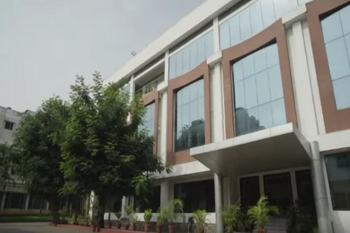https://cache.careers360.mobi/media/colleges/social-media/media-gallery/1745/2019/1/2/Campus view of LV Prasad Film and TV Academy Chennai_Campus-view.png