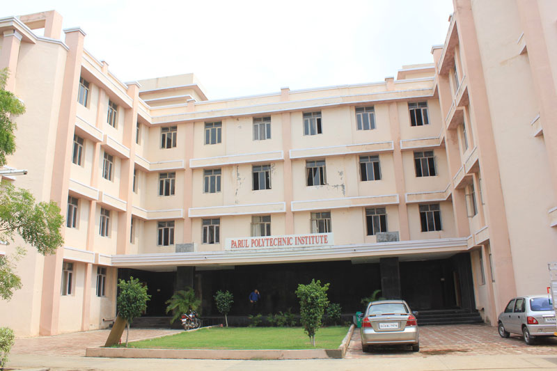 https://cache.careers360.mobi/media/colleges/social-media/media-gallery/17453/2019/3/19/Campus View of Parul Polytechnic Institute, Vadodara_Campus View.jpg