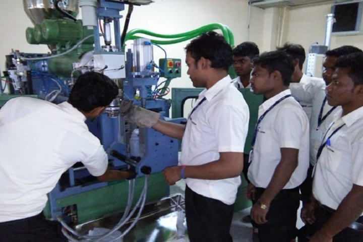 https://cache.careers360.mobi/media/colleges/social-media/media-gallery/1748/2018/12/31/Laboratory practical work of Central Institute of Plastics Engineering and Technology Raipur_Laboratory.jpg