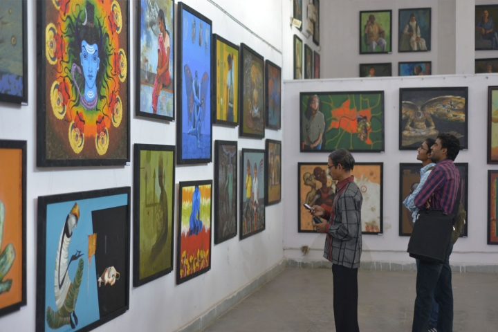 https://cache.careers360.mobi/media/colleges/social-media/media-gallery/17563/2018/11/3/Painting Exhibition of Government Chitrakala Mahavidyalaya Nagpur_Events.jpg