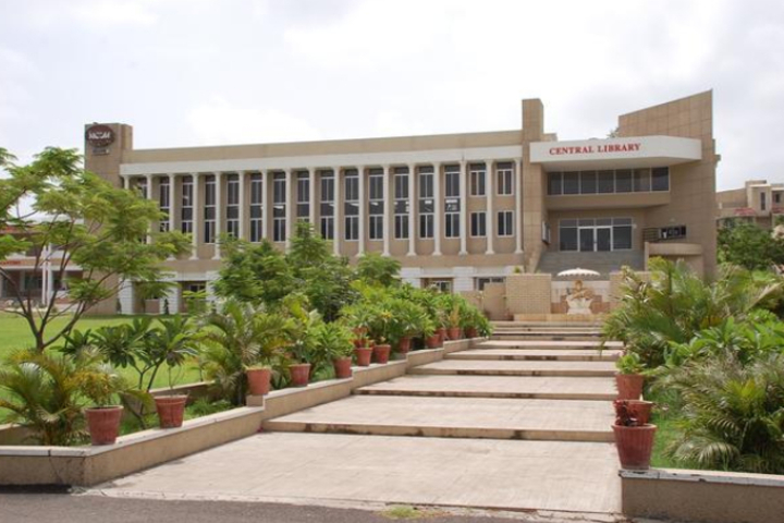 https://cache.careers360.mobi/media/colleges/social-media/media-gallery/1760/2019/7/8/Campus View of Medi-Caps University Indore_Campus-View.jpg