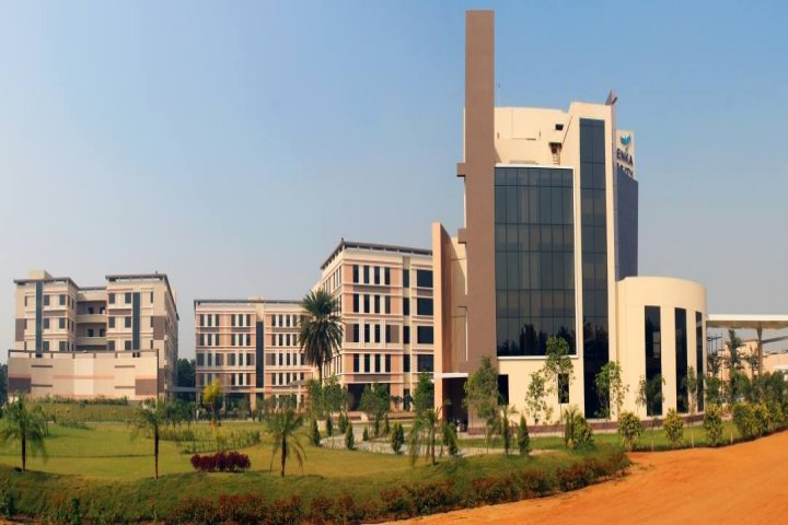 https://cache.careers360.mobi/media/colleges/social-media/media-gallery/17605/2018/12/1/Campus View of GD Goenka School of Engineering Gurgaon_Campus-View.jpg