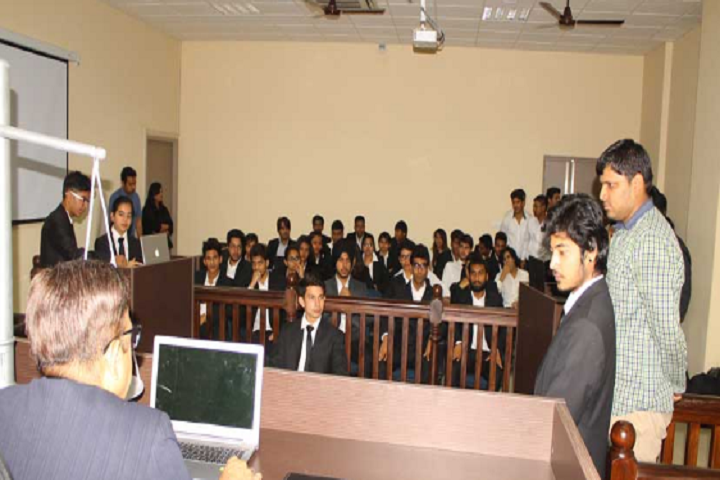 https://cache.careers360.mobi/media/colleges/social-media/media-gallery/17606/2018/12/3/Moot court of GD Goenka School of Law Gurgaon_Moot-Court.jpg